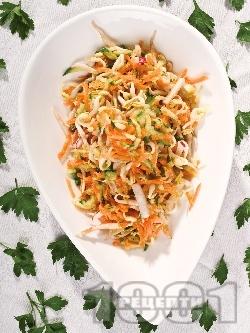 Салата от настъргани моркови, краставици, репички и кълнове - снимка на рецептата